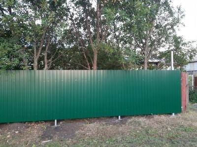 Профнастил. Забор С9  для загородного дома высотой 1,7 м.