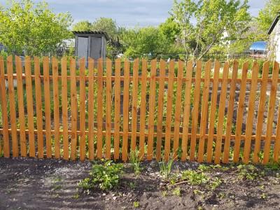 Сколько стоит деревянный забор на 10 соток