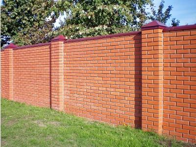 Сколько стоит кирпичный забор на 8 соток