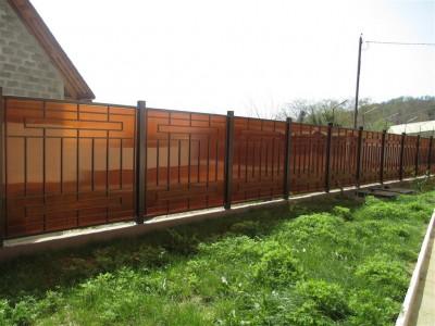 Сколько стоит забор из поликарбоната на 8 соток