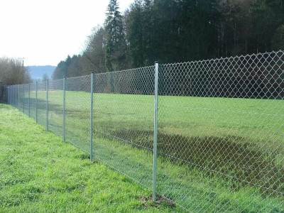 Сколько стоит забор из сетки рабица на 8 соток