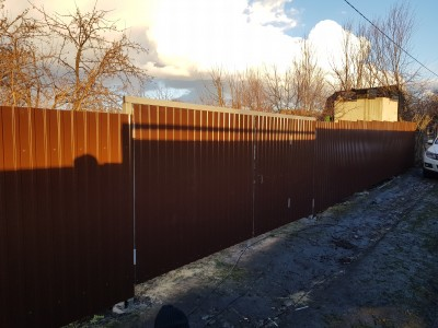 Забор из профнастила цвет RAL 8017