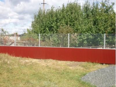 Забор из сетки рабицы и профнастила
